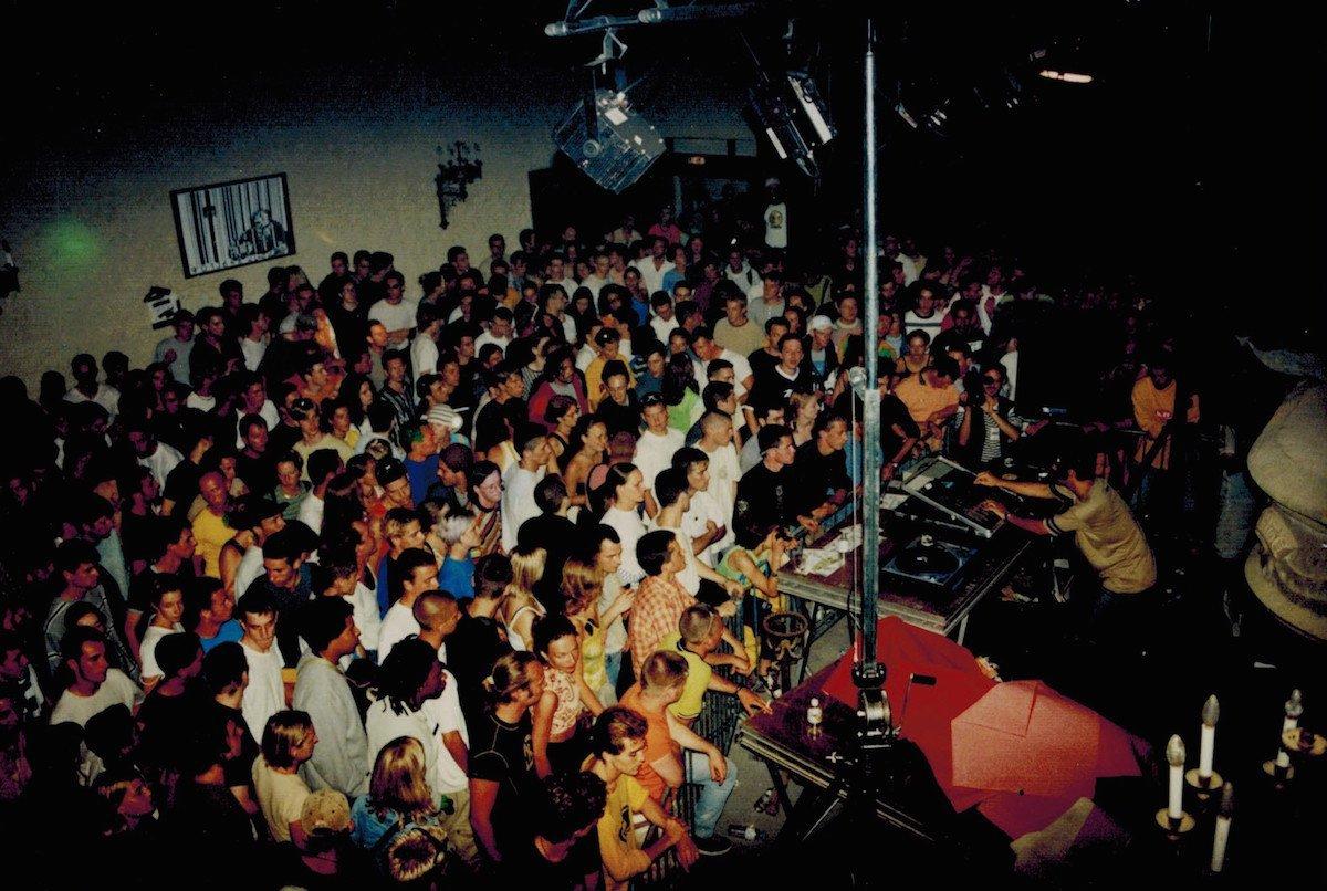 Laurent Garnier, en DJ set dans la salle des Gardes, en 1998