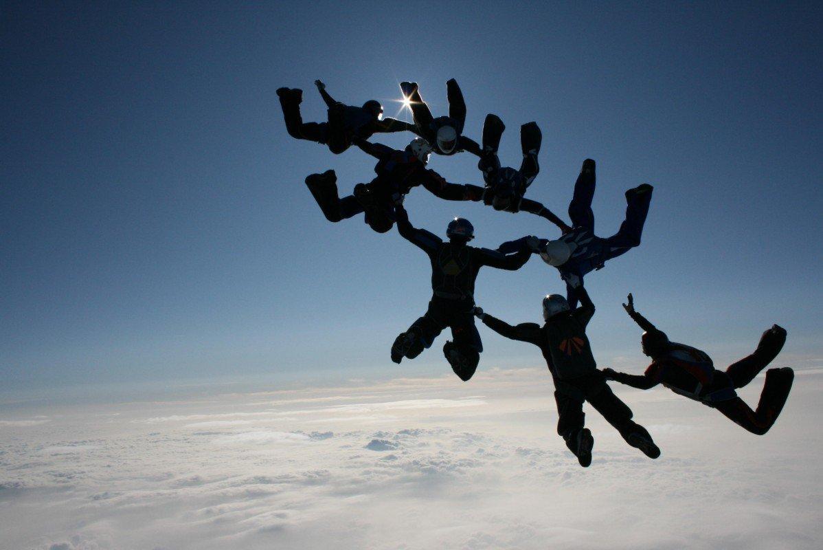 Saut en parachute (DR)