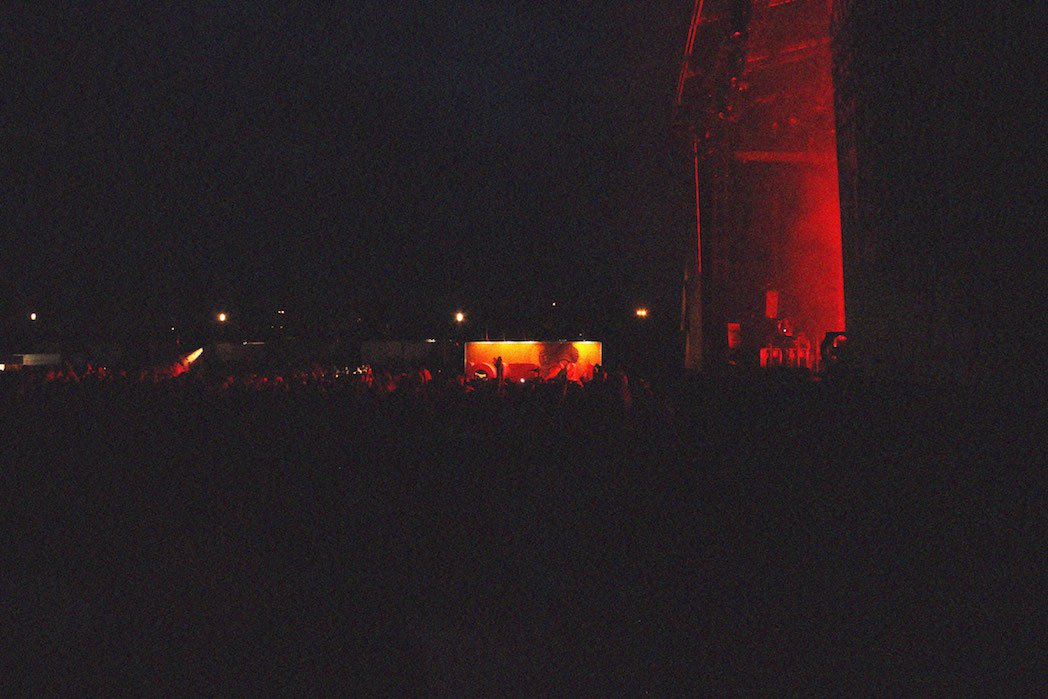 Quasiment tout le festival s'est rassemblé devant l'incroyable live de Massive Attack, principale tête d'affiche du Pitch.
